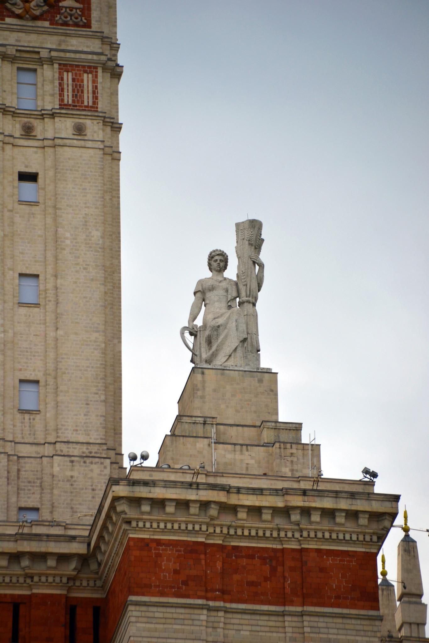 3. Скульптуры на шпиле